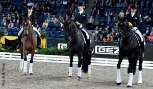 Auszeichnungen für drei spitzenmäßige junge Grand Prix-Pferde (v.l.): Zaire mit Jessica von Bredow-Werndl, Weihegold mit Beatrice Buchwald und Ullrich Equine's St. Emilion mit Dorothee Schneider.