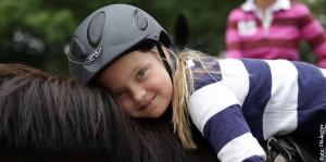 Kleine Ponys für kleine Kinder: Wie man den Nachwuchs fürs Pferd begeistern kann, wird im Förderprojekt PM-Ponyspass erörtert.