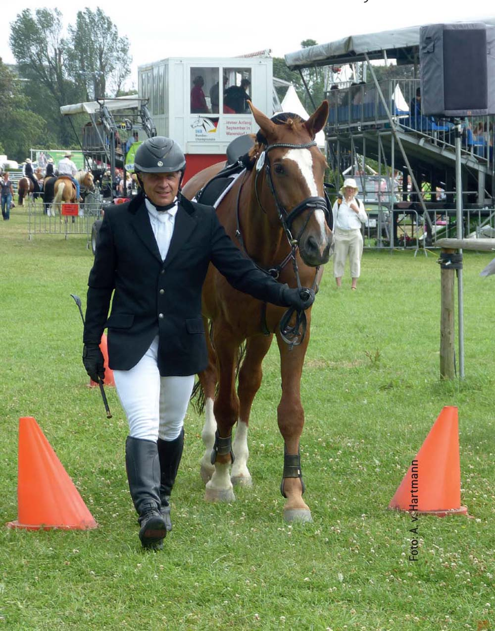 Der PM-Cup Ü35 als Wettbewerb für Erwachsene Neu- und Wiedereinsteiger fand in 2014 erstmalig statt. Geprüft wurden die Bereiche Umgang mit dem Pferd, reiterliche Grundausbildung und das theoretische Wissen rund ums Pferd.