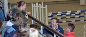 Moderator Markus Tepper und Pony-Bundestrainer Peter Teeuwen im Dialog mit ihrem jungen Publikum.