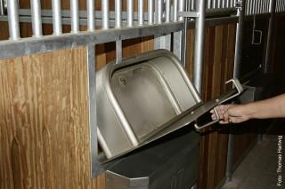 Tröge müssen kontrolliert und sauber gehalten werden, damit sich keine Bakterien bilden.