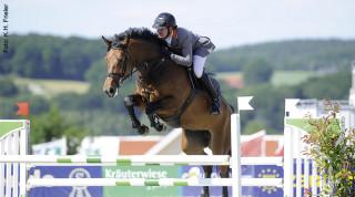 Ziel der Ausbildung ist es, dass das Pferd mit Freude und vor allem Selbstvertrauen die Aufgaben im Parcours bewältigt. Bei ängstlichen Pferden dauert dieser Prozess allerdings etwas länger.