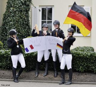 Sie vertreten in Frankreich die deutschen Farben: (v. l.n.r.) Jasmin Weise, Kira Weise, Viola Wilke und Katharina Held vom RuFV St. Hubertus Anrath-Neersen.