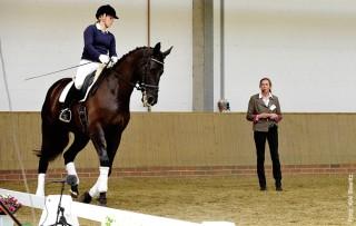 Karin Lührs will ihre Reitschüler zu mehr Selbständigkeit im Trainingsprozess erziehen.