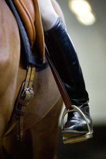 ….wie ein abgespreizter Schenkel. Das Pferd kann nicht verstehen, was der Reiter von ihm will. Fotos: A. Bronkhorst