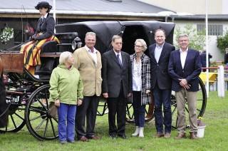 Landrat Quilling (Zweiter v. re.) wurde von den PM für sein Engagement als Freund des Pferdes ausgezeichnet. Foto: privat