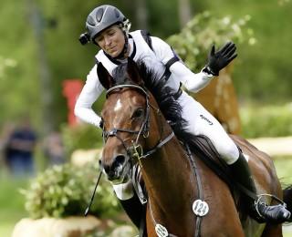 Sie reitet im Wettkampf mit GPS-Gerät an der Satteldecke (siehe unten), um wichtige Informationen über Puls und Atmung ihres Pferdes (auf diesem Foto Hale Bob) zu erhalten. Foto: J. Toffi