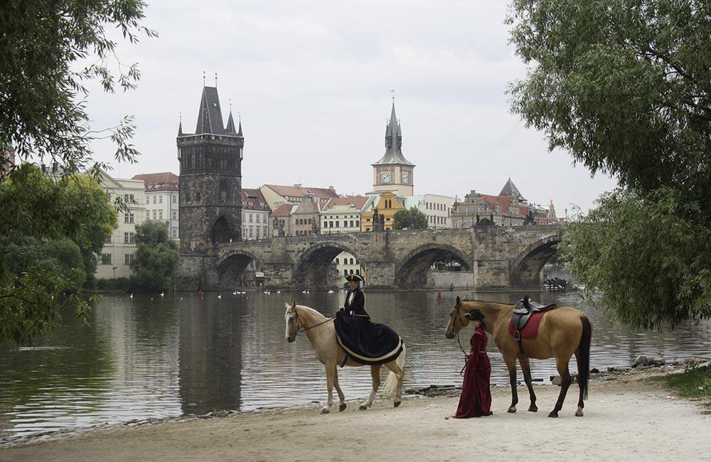 Mit Kinsky-Pferden am Prager Moldau-Ufer. Alle Fotos: Lenka Gotthardova